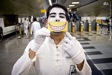عکس/ شنبههای خندان در متروی تهران