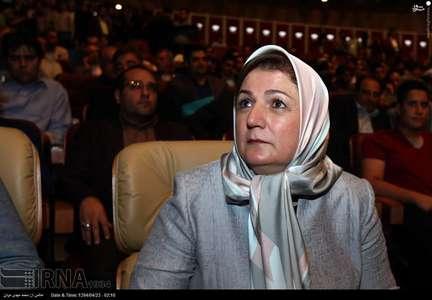 مریم شفیعی مدیر عامل کانون ایران نوین در مراسم قرعه کشی لیگ برتر
