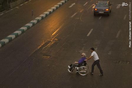 تیرگی یکباره آسمان تهران، همچنین موجب کاهش امتداد دید رانندگان و در نتیجه بروز ترافیک در برخی از خیابانهای اصلی پایتخت شد.
