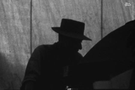 لوس آلاموس جی رابرت اوپنهایمر که به عنوان  ناظر مونتاژ نهایی در محل آزمایش ترینیتی حضور داشته است.