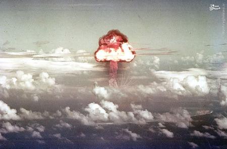 در 16 نوامبر سال 1952، یک بمب افکن B-36H یک بمب هسته ای در شمال جزیره رونی رها می کند و در نتیجه یک انفجار 500 هزارتنی صورت می گیرد.