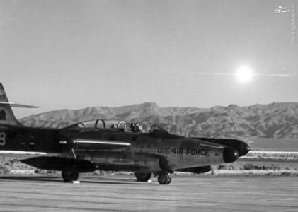 تصویر گرفته شده در پایگاه نیروی هوایی Springs  در 50 کیلومتری محل انفجارکه نشان دهنده نور حاصل از انفجار کلاهک هسته ای یک موشک هوا به هوا است. در تاریخ 19 ژوئیه سال 1957 در هند.