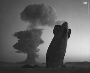 سقوط بالون هوایی کوچک نیروی دریایی آمریکا که برای ارزیابی اثر موج حاصل از انفجار در فاصله 8 کیلومتری از محل انفجار قرار گرفته بود،  ابر استوکس در پس زمینه مشخص است. در تاریخ 7 اوت 1957.