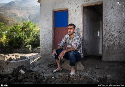 یکی از اهالی سیل زده روستای انند در منطقه سواد کوه