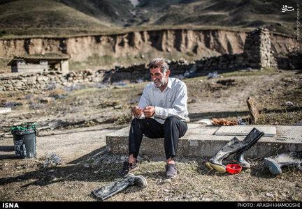 یکی از اهالی سیل زده روستای چرات در منطقه سواد کوه