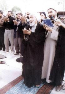 مرحوم علامه شیخ محمدتقی بهلول گنابادی در حال اقامه نماز باران
