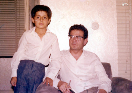 شهید دکتر سید حسن آیت در کنار فرزندش سید محسن آیت