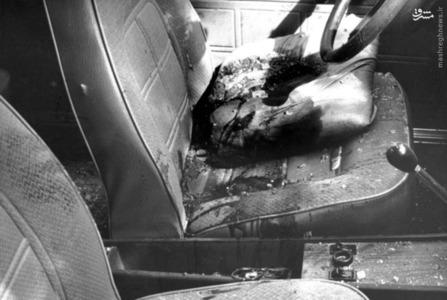 نمایی از داخل اتومبیل حامل شهید دکتر سید حسن آیت پس از ترور