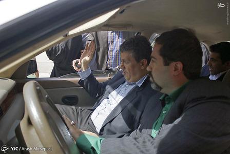 مهدی هاشمی با یک دستگاه خودروی سمند که رانندگی آن را ابوالمعالی وکیل مدافع اش بر عهده داشت به زندان اوین رفت