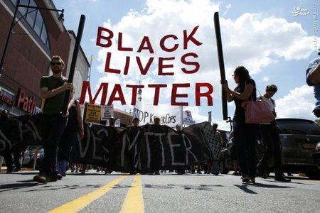 اعتراض مردم به کشته شدن سیاه پوستان همزمان با سالگرد مرگ جوان ۱۸ ساله در نیویورک