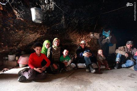 حدود ۱۵۰۰ فلسطینی در منطقه مسافر یاتا در بخش جنوبی کرانه باختری اشغالی سالهاست در غار زندگی می کنند