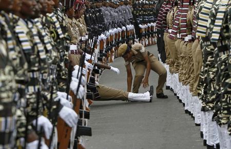 resized 1166749 366 عکس/ سربازانی که آبروی یگان را میبرند