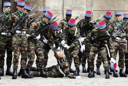 resized 1166753 546 عکس/ سربازانی که آبروی یگان را میبرند