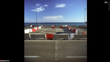 ایتالیا و فرانسه (2007) – تغییر مرز در ظاهر جاده (ایتالیا در چپ و فرانسه در راست) مشخص میشود، زیرا شرکتهای این دو کشور از مواد متفاوتی استفاده میکنند