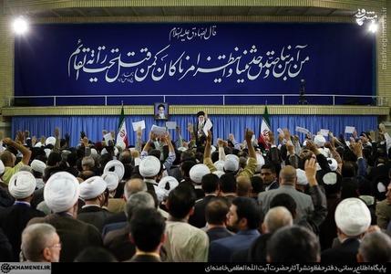 شرکتکنندگان در ششمین اجلاس مجمع جهانی اهل بیت علیهمالسلام و هشتمین اجلاس مجمع عمومی اتحادیهی رادیو و تلویزیونهای اسلامی صبح امروز (دوشنبه) با رهبر انقلاب دیدار کردند