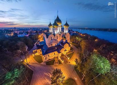 حلقه طلایی روسیه یکی از معروف ترین و محبوب ترین مسیرهای توریستی جهان است که از چند شهر قدیمی روسی می گذرد. حلقه طلايي شامل شهرهاي سوزدال، ولاديمير، ياروسلاول، پريسلاول، و غيره است
