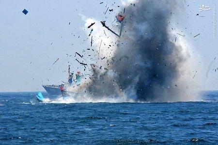 نیروی دریایی اندونزی قایق های ماهیگیری غیر مجاز را منهدم میکند