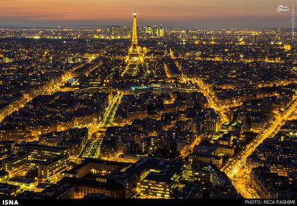 ایفل برجی فلزی در میدان شان دو مارس و در کنار رود سن واقع در شهر پاریس است. برج ایفل که امروزه به عنوان نماد فرانسه شناخته میشود، پربازدیدترین بنای جهان و یکی از شناختهشدهترین بناها در جهان است