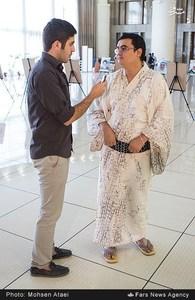 آقای کیمورا، یکی از صد شیعه ژاپن است که برای ششمین مجمع عمومی مجمع جهانی اهل بیت علیه السلام با لباس سنتی ژاپن به تهران آمده است