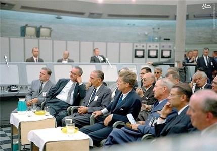 جان اف کندی و لیندون جانسون در جریان بحران موشکی کوبا. آمریکا تنها چندین ساعت با جنگ جهانی سوم فاصله داشت