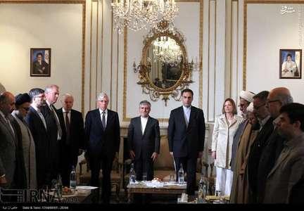 نقض قانون حجاب در سفارت ایران ! + عکس