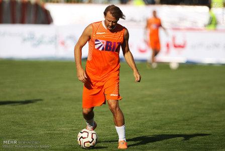 resized 1192695 320 - عکس/ دیدار تیم های فوتبال منتخب ستارگان ایران و جهان