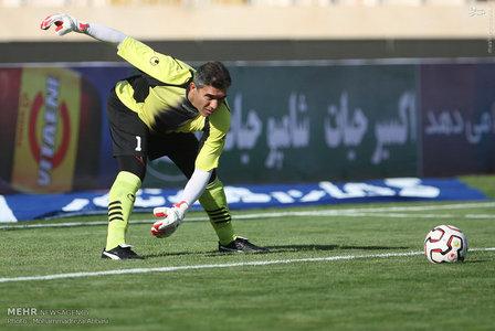 resized 1192696 287 - عکس/ دیدار تیم های فوتبال منتخب ستارگان ایران و جهان