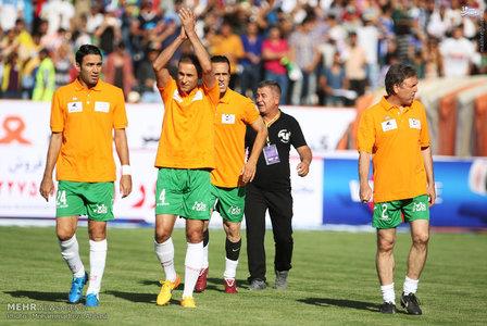 resized 1192697 687 - عکس/ دیدار تیم های فوتبال منتخب ستارگان ایران و جهان