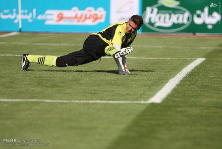 resized 1192699 966 - عکس/ دیدار تیم های فوتبال منتخب ستارگان ایران و جهان