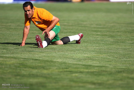 resized 1192701 163 - عکس/ دیدار تیم های فوتبال منتخب ستارگان ایران و جهان