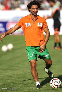 resized 1192702 119 - عکس/ دیدار تیم های فوتبال منتخب ستارگان ایران و جهان
