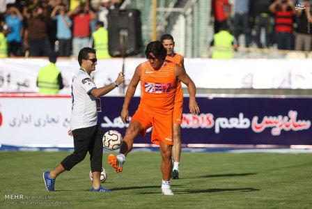 resized 1192704 857 - عکس/ دیدار تیم های فوتبال منتخب ستارگان ایران و جهان