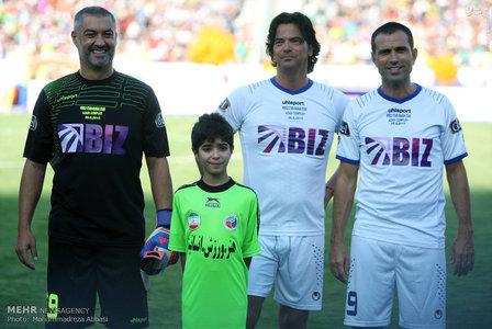 resized 1192706 362 - عکس/ دیدار تیم های فوتبال منتخب ستارگان ایران و جهان