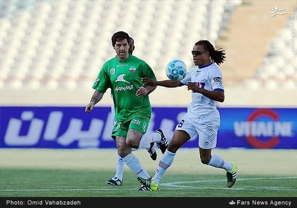 resized 1192710 228 - عکس/ دیدار تیم های فوتبال منتخب ستارگان ایران و جهان