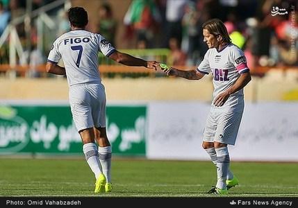 resized 1192713 580 - عکس/ دیدار تیم های فوتبال منتخب ستارگان ایران و جهان