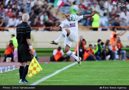 resized 1192715 382 - عکس/ دیدار تیم های فوتبال منتخب ستارگان ایران و جهان