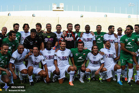 resized 1193108 310 - عکس/ دیدار تیم های فوتبال منتخب ستارگان ایران و جهان