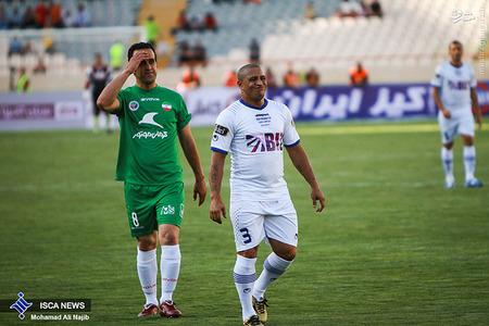 resized 1193110 172 - عکس/ دیدار تیم های فوتبال منتخب ستارگان ایران و جهان