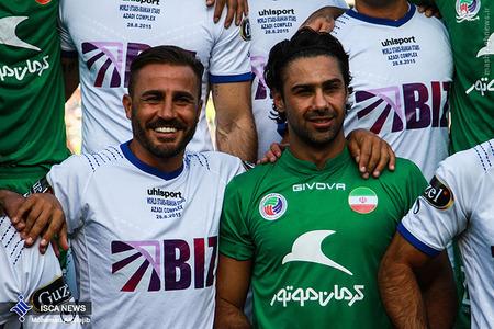 resized 1193114 926 - عکس/ دیدار تیم های فوتبال منتخب ستارگان ایران و جهان