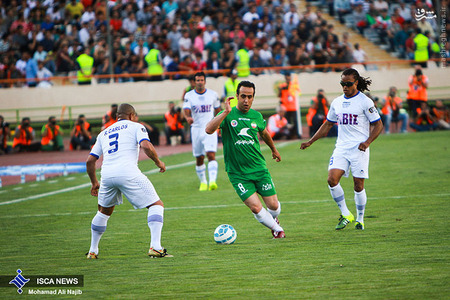resized 1193117 744 - عکس/ دیدار تیم های فوتبال منتخب ستارگان ایران و جهان