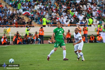 resized 1193120 450 - عکس/ دیدار تیم های فوتبال منتخب ستارگان ایران و جهان