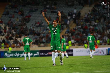 resized 1193123 827 - عکس/ دیدار تیم های فوتبال منتخب ستارگان ایران و جهان