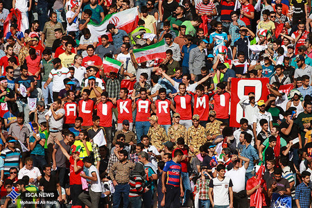 resized 1193124 549 - عکس/ دیدار تیم های فوتبال منتخب ستارگان ایران و جهان