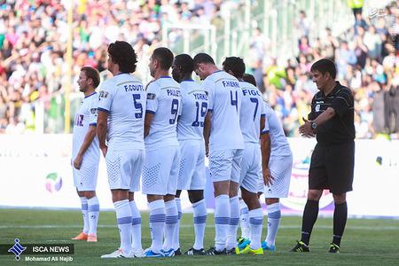 resized 1193125 433 - عکس/ دیدار تیم های فوتبال منتخب ستارگان ایران و جهان