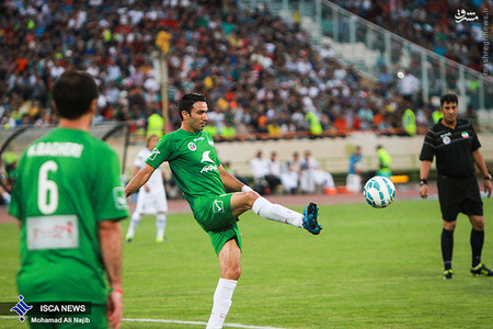 resized 1193128 936 - عکس/ دیدار تیم های فوتبال منتخب ستارگان ایران و جهان