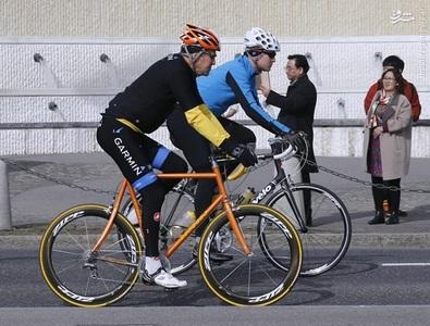 جان کری در حال دوچرخه سواری در حاشیه مذاکرت هسته ای در لوزان