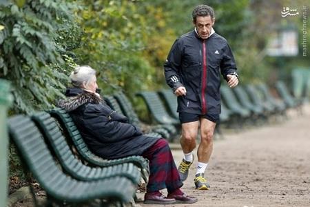 نیکلا سارکوزی رئیس جمهور سابق فرانسه در حال دویدن در پارک