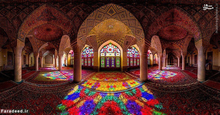 معماری ایرانی ساده و بی زرق و برق است مثل مسجد نصیرالملک در شیراز! واقعا چرا باید چنین جایی را دید؟