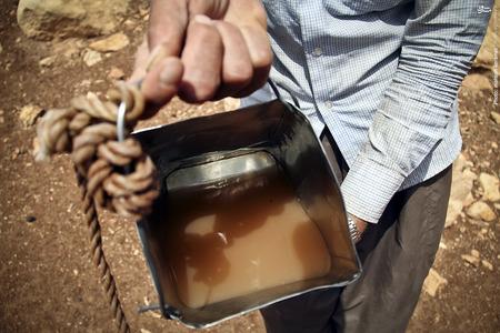 آب گل آلود داخل چاههای روستا