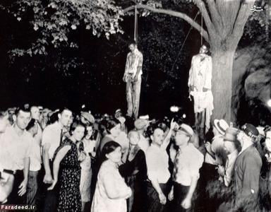 این عکس در سال 1930 گرفته شده است و صحنه اعدام غیرقانونی دو سیاه متهم به جنایت را که اصطلاحا